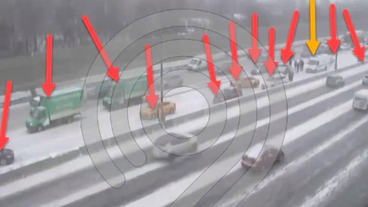На участке МКАД в результате двух крупных ДТП столкнулись 11 и 6 автомобилей