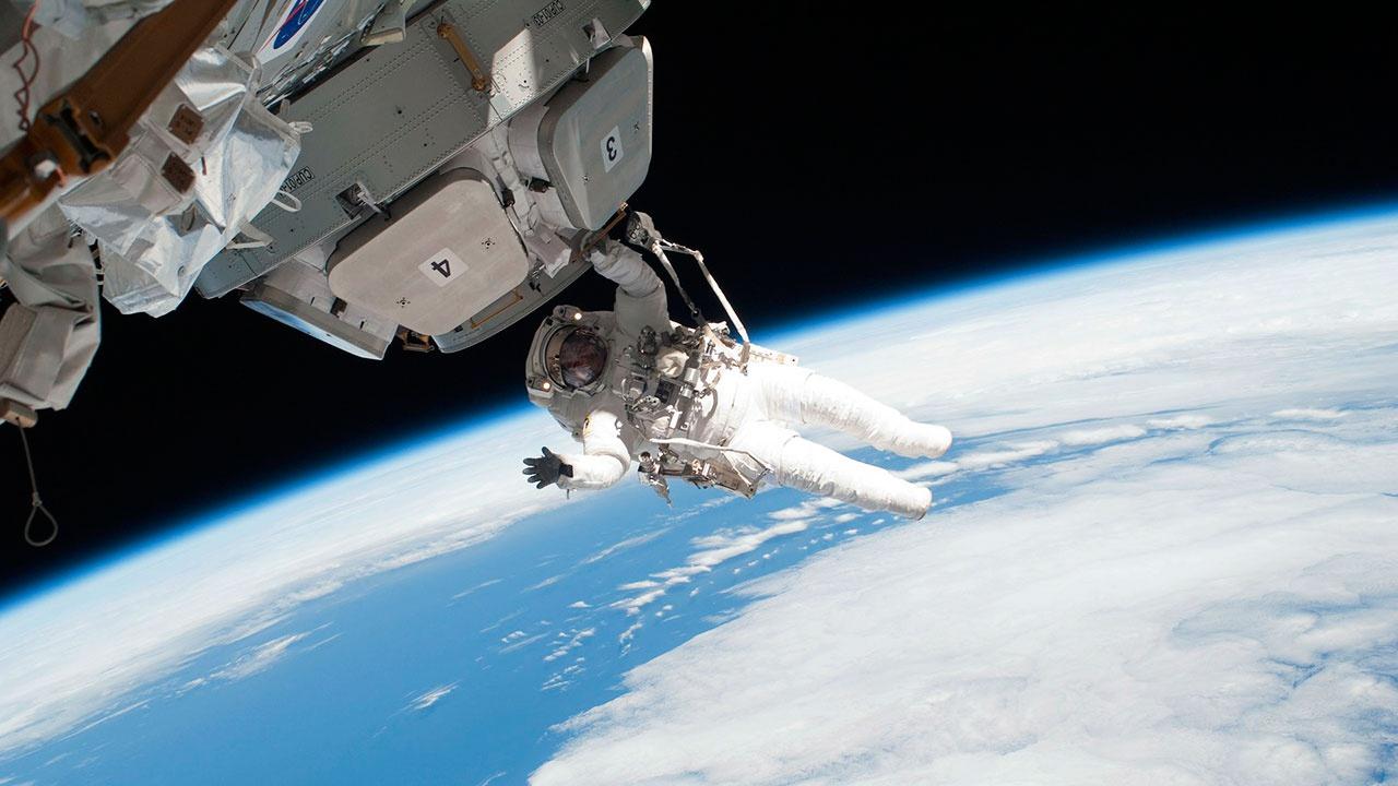 Экипаж МКС начал герметизацию второй трещины в модуле «Звезда»