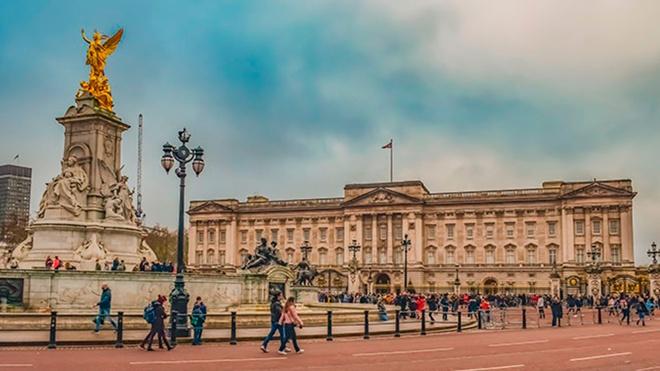 «Вся семья опечалена»: в Букингемском дворце отреагировали на интервью принца Гарри и Меган Маркл