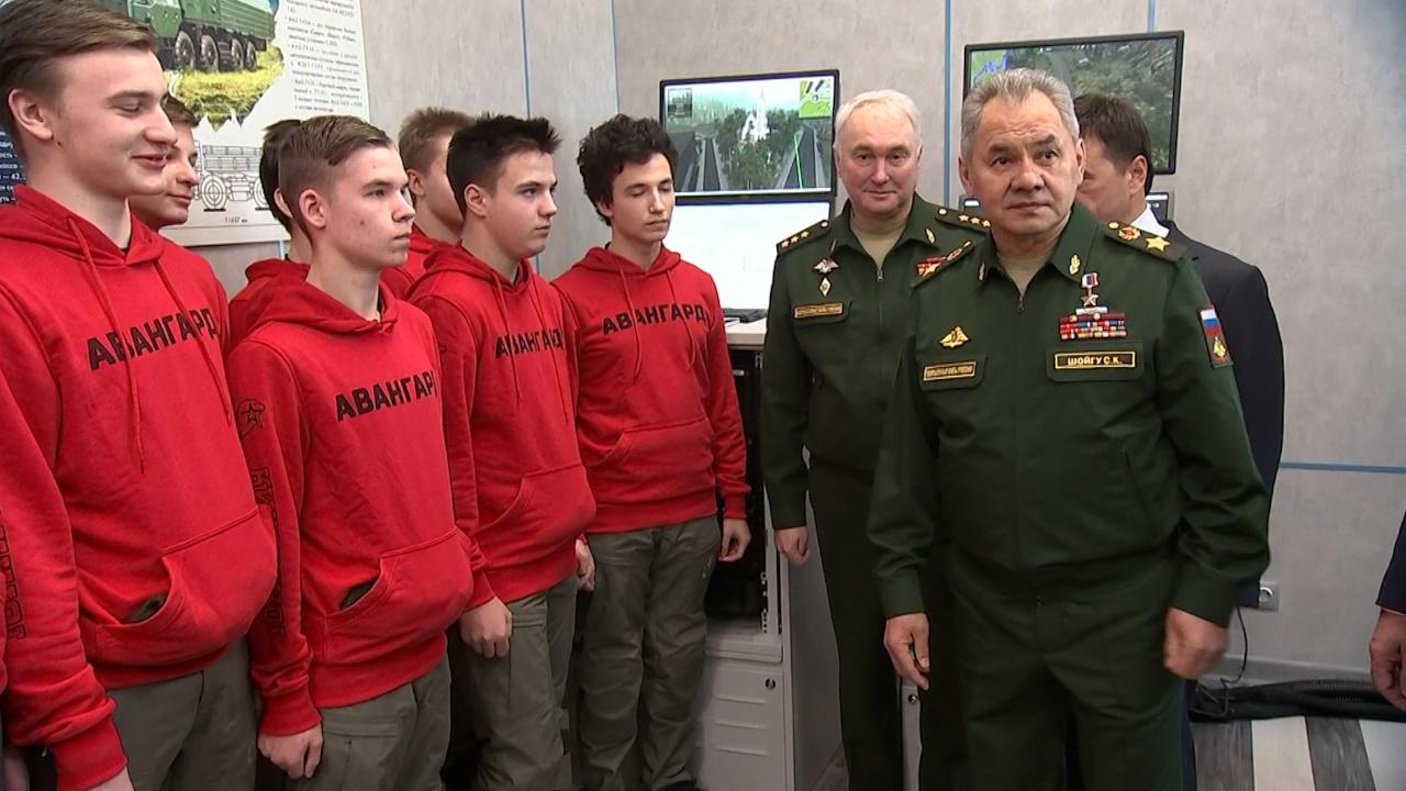 Шойгу принял участие в церемонии открытия военных сборов в центре «Авангард»