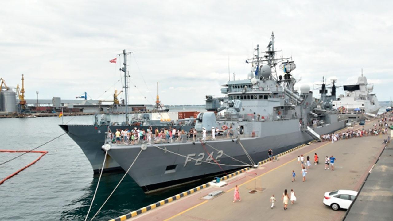 Противоминная группа кораблей НАТО зашла в порт Одессы