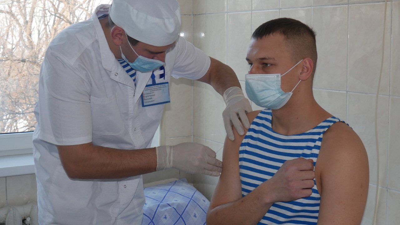 Более 381 тысячи военнослужащих получили прививку от коронавируса