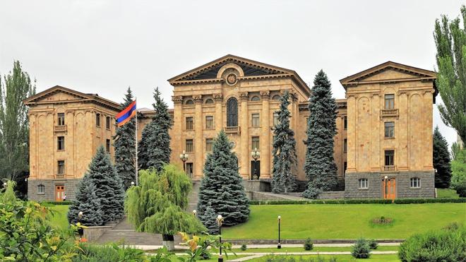 Руководитель аппарата парламента Армении подал в отставку