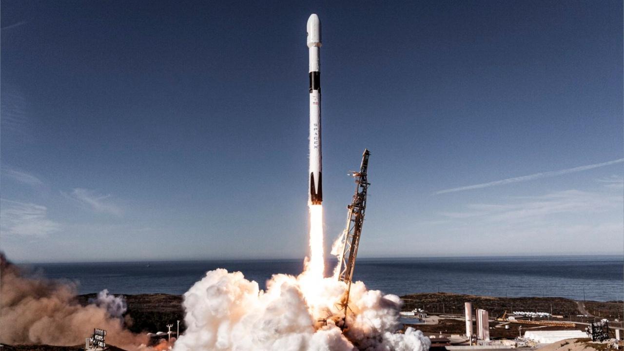 Ракета Falcon 9 с 60 интернет-спутниками стартовала во Флориде