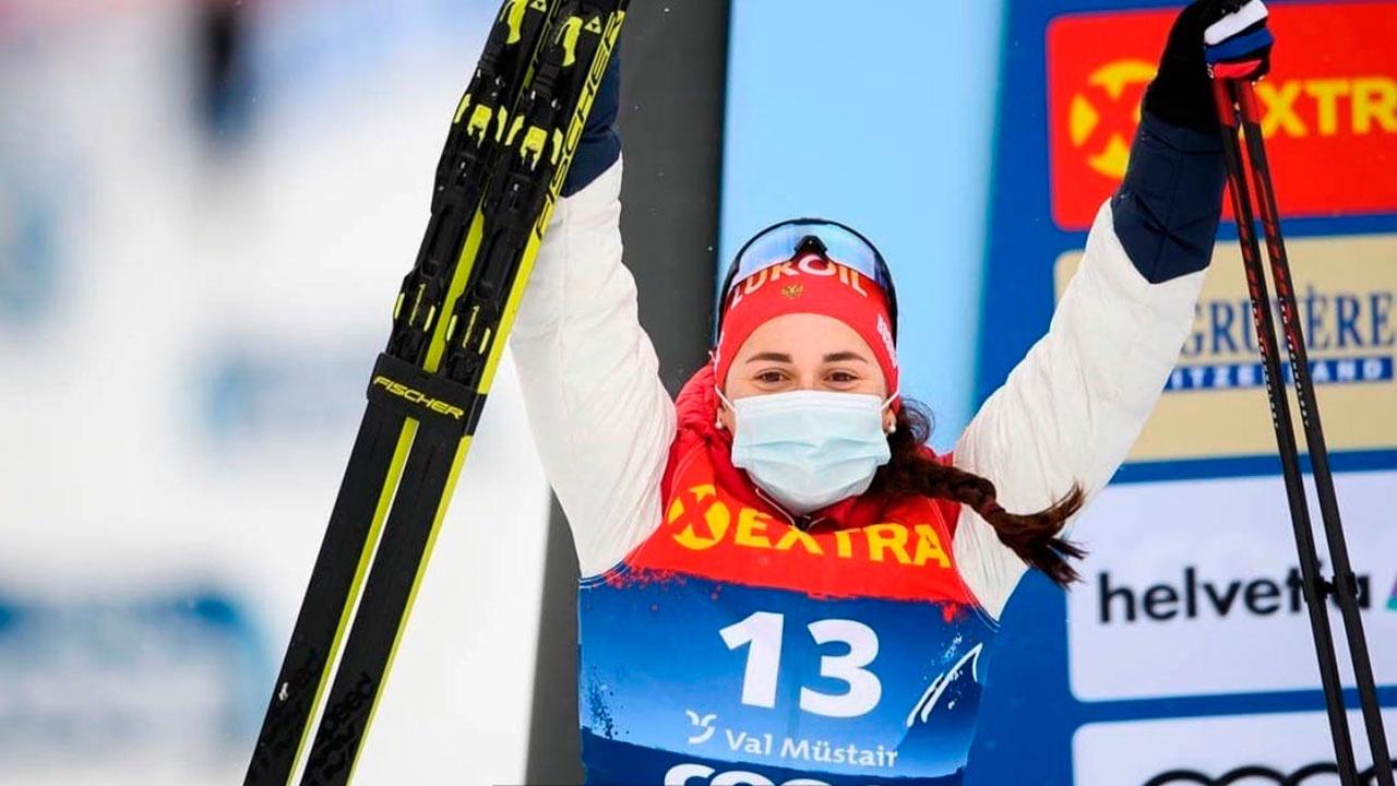 Россиянка Ступак взяла золото в масс-старте на финальном этапе Кубка мира по лыжным гонкам