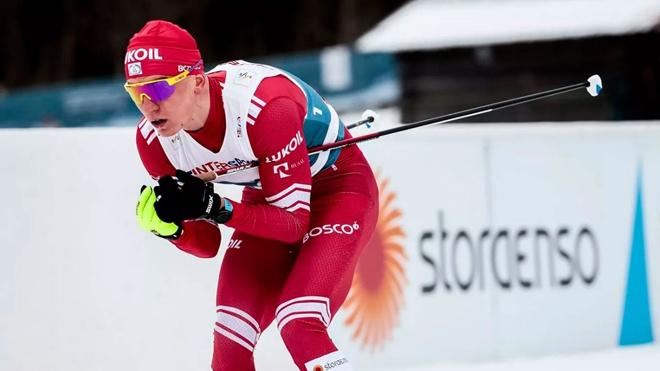 Лыжник Александр Большунов победил в масс-старте на этапе Кубка мира