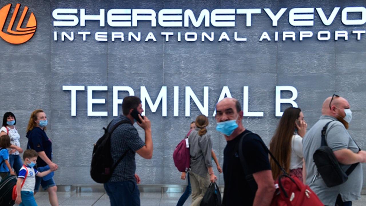 В аэропортах Москвы задержали более 20 рейсов