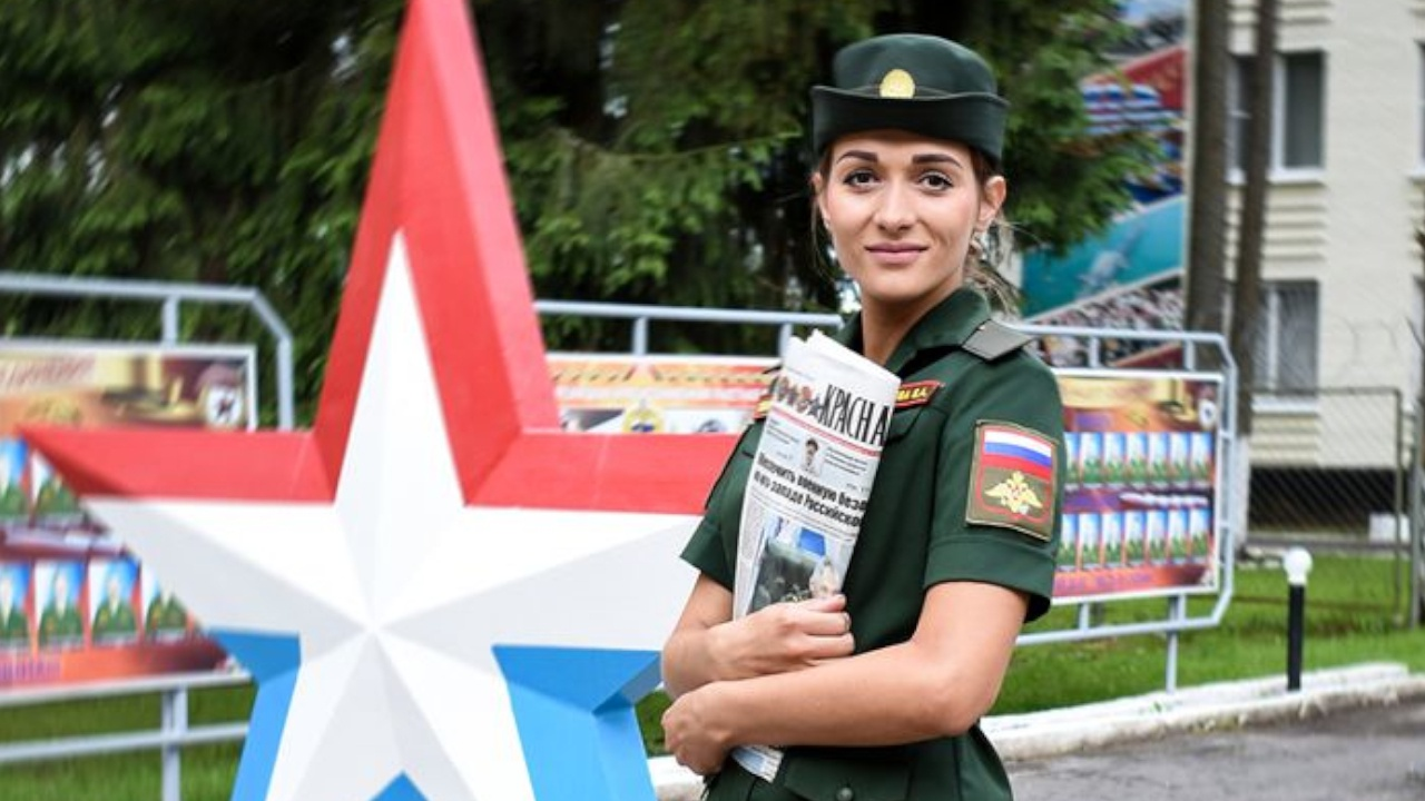 В Вооруженных силах России выбрали самую красивую девушку