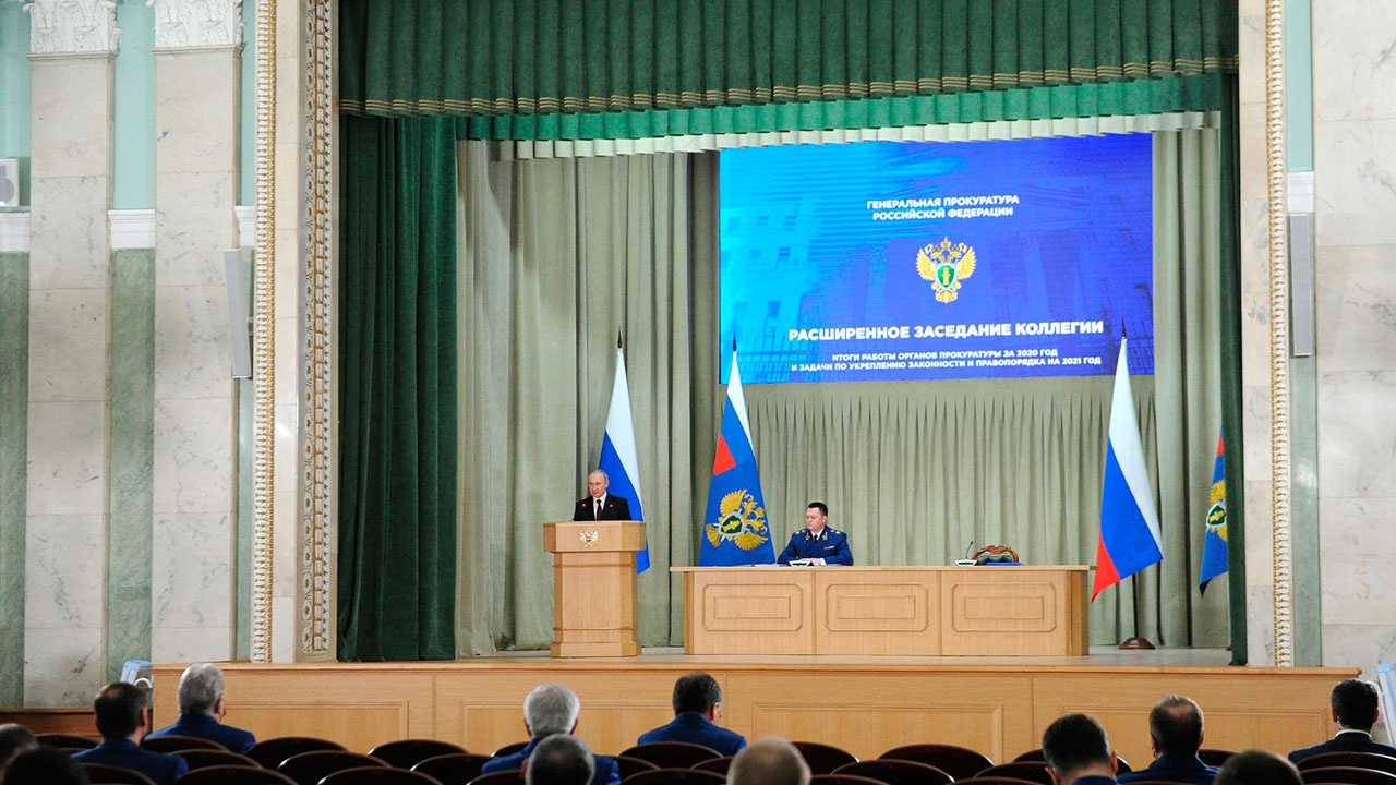 Путин обратил внимание Генпрокуратуры на рост тарифов на ЖКХ