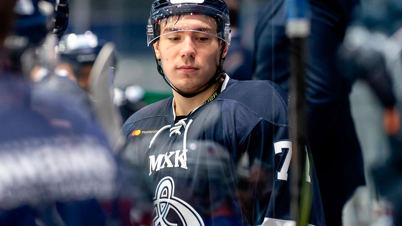 Прощание с хоккеистом Файзутдиновым прошло на ледовой арене Челябинска