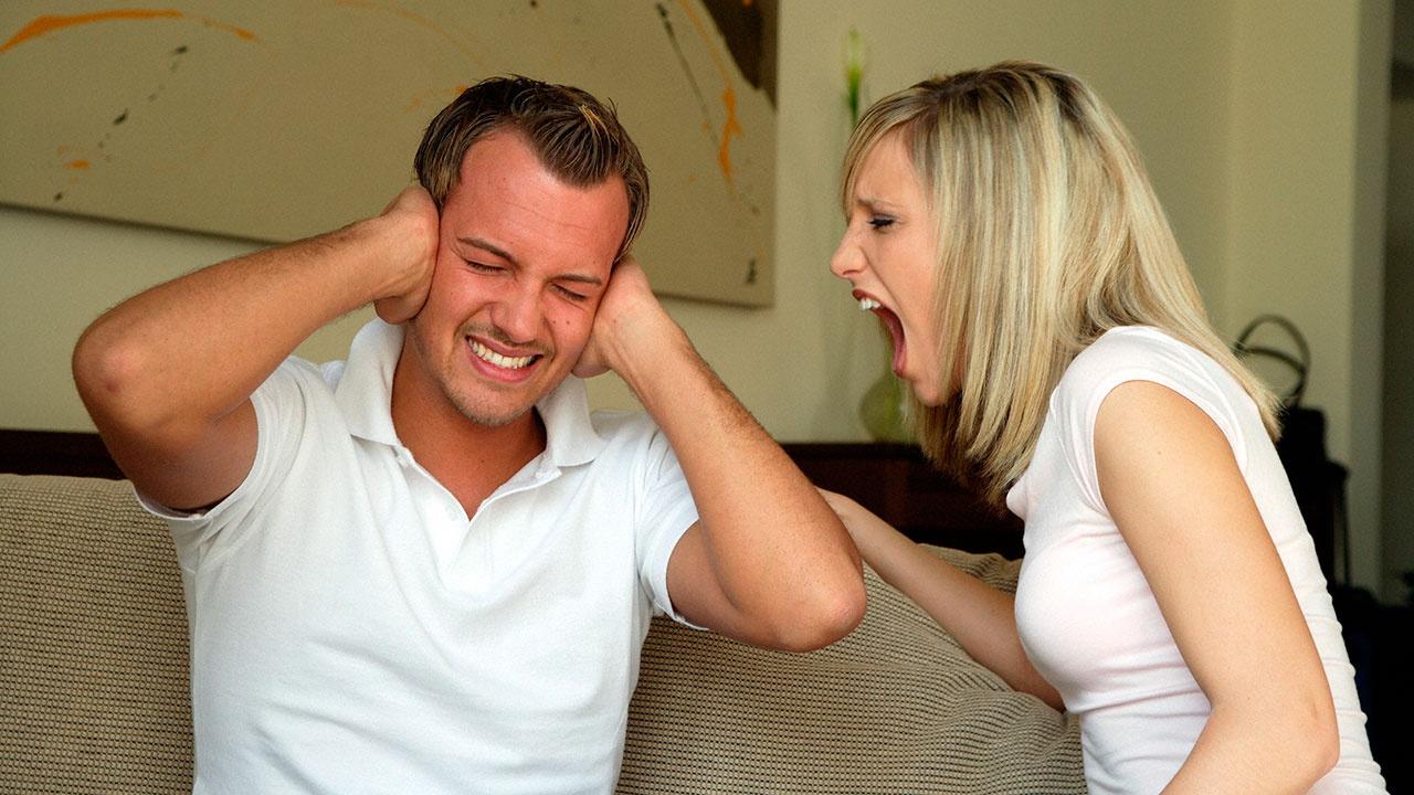 Эксперт назвал биохимическую причину частых ссор в семье