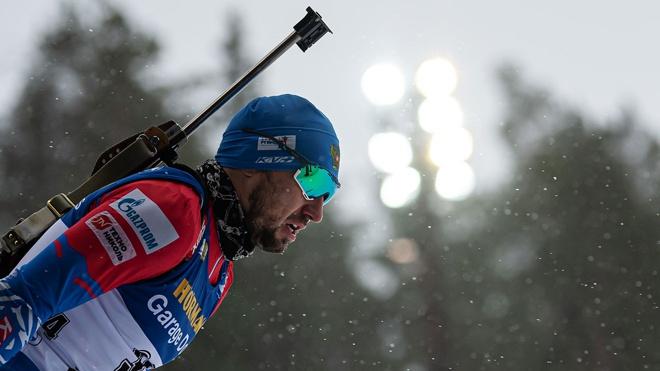 Логинов снялся с масс-старта на этапе Кубка мира по биатлону