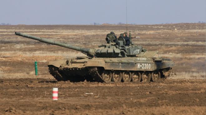 Рассекая грязь и минуя преграды: этап «Танкового биатлона» стартовал под Волгоградом