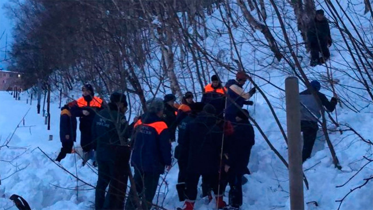 В МЧС сообщили о завершении спасательной операции из-за схода лавины под Мурманском