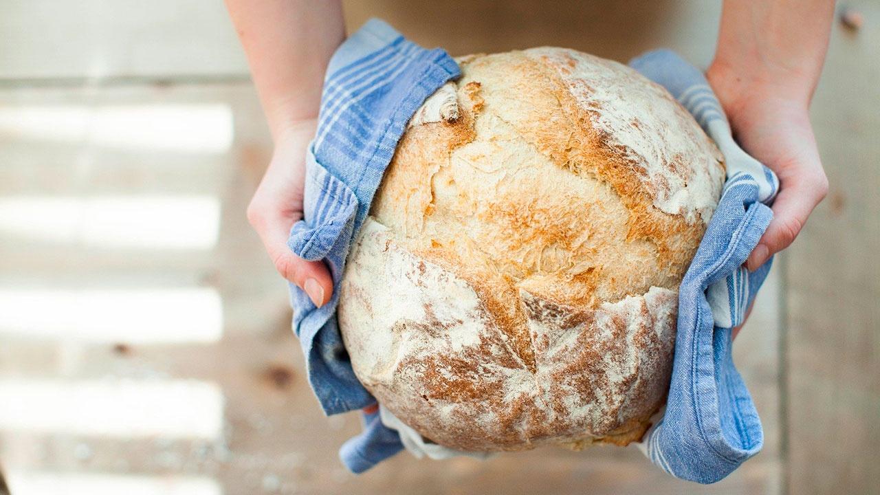 Диетолог объяснила, чем опасен свежий хлеб
