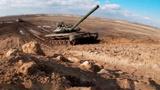 Дождь, туман и грязь: в каких условиях проходит подготовка модифицированных Т-72Б3 и Т-90 к «Танковому биатлону»