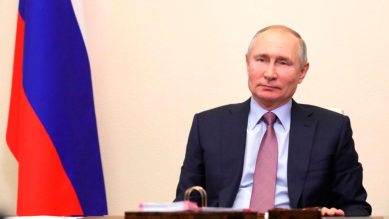 В Кремле рассказали о самочувствии Путина после вакцинации от COVID-19
