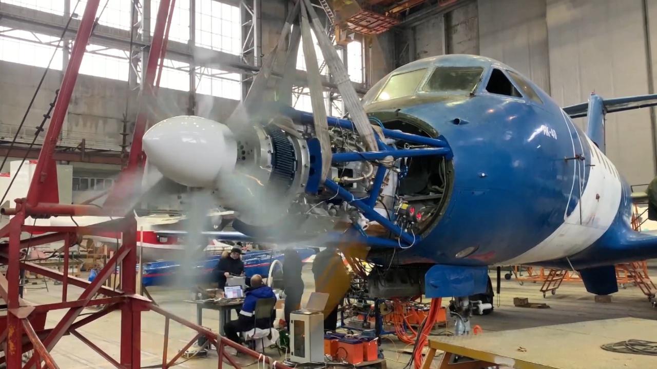Российский самолет с электродвигателем на базе Як-40  готовится к испытательному полету