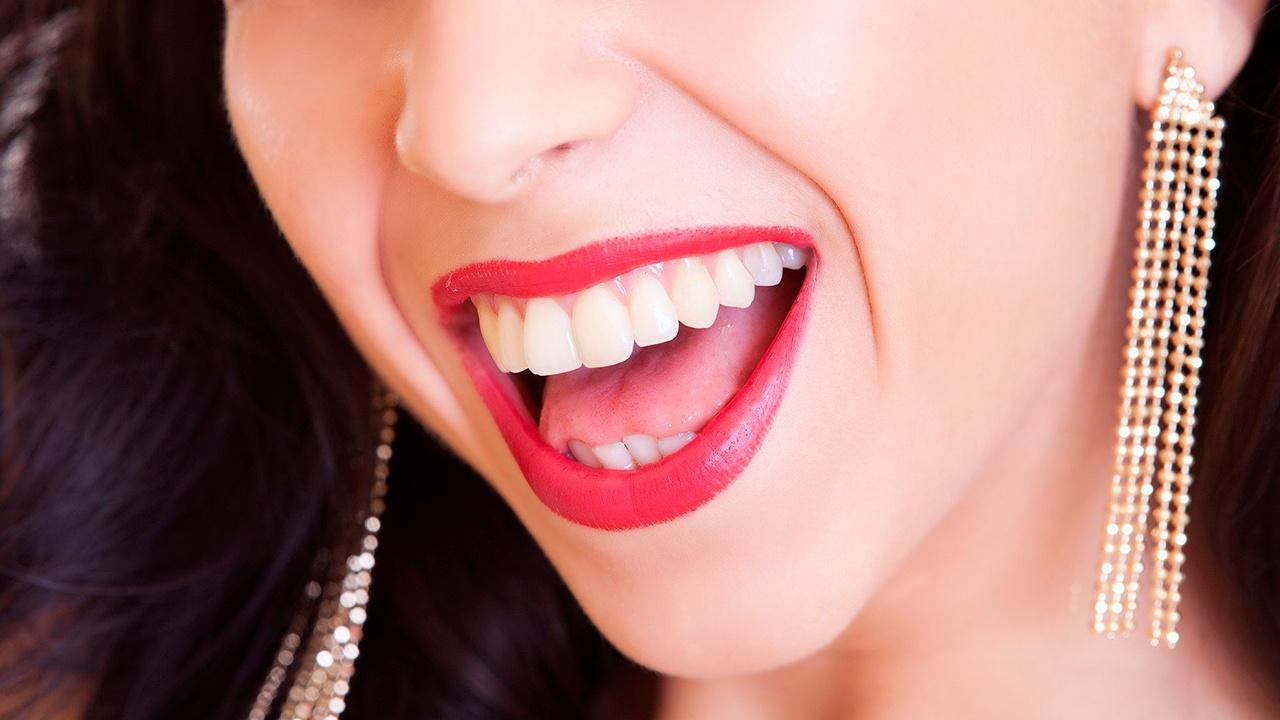 Названы главные продукты для здоровья зубов, кожи и волос