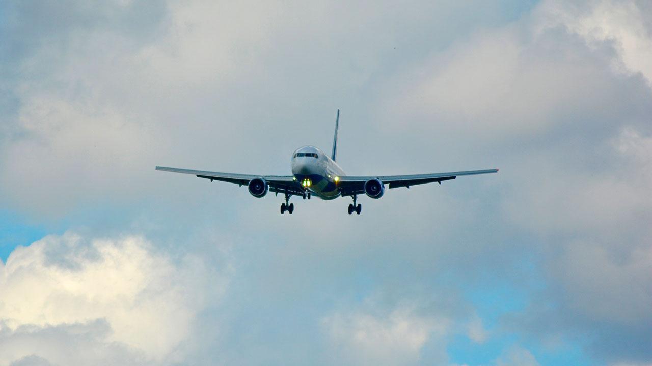 Самолет из Москвы, который готовился к аварийной посадке в Краснодаре, приземлился