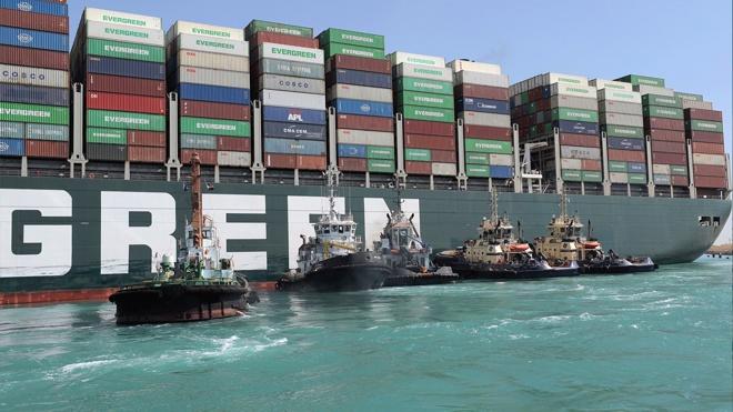Президент Египта поручил разгрузить контейнеровоз в Суэцком канале