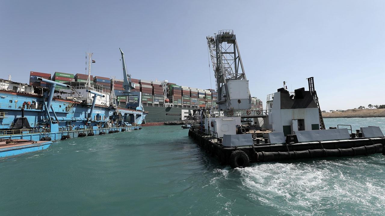Навигация по Суэцкому каналу официально возобновлена