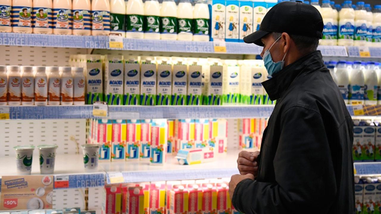 В правительстве опровергли слухи о росте цен на молоко в России