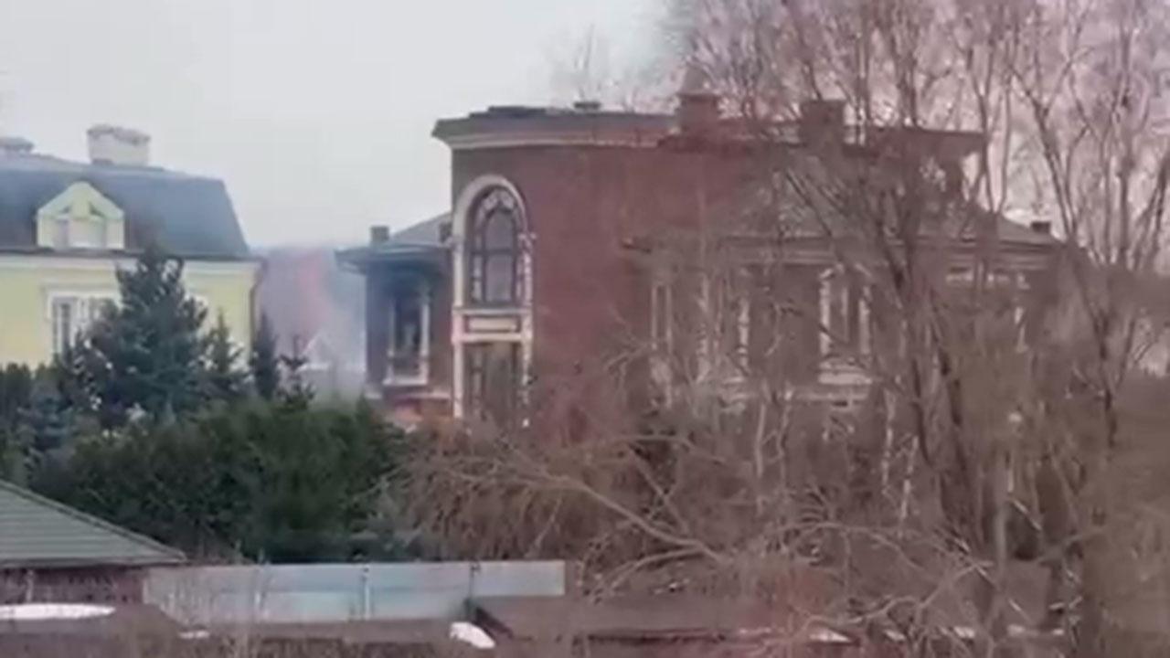 Открывший огонь в Вешках стрелок взорвал лестницу во время штурма дома