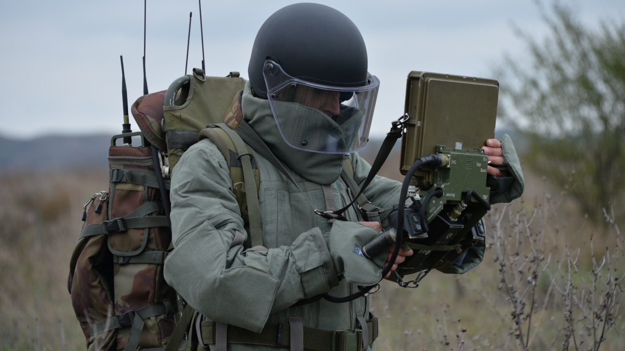 Обезвредить боеприпасы: саперы ЮВО чистят от взрывоопасных предметов сельскохозяйственные земли Чечни