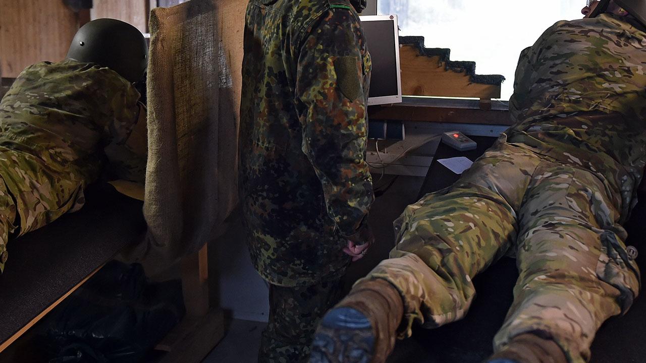 Военным в Швейцарии разрешили носить женское белье