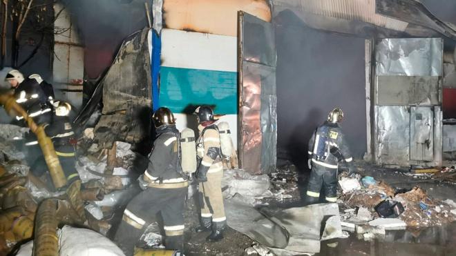 Пожар в ангарах макулатуры в Нижнем Новгороде ликвидирован