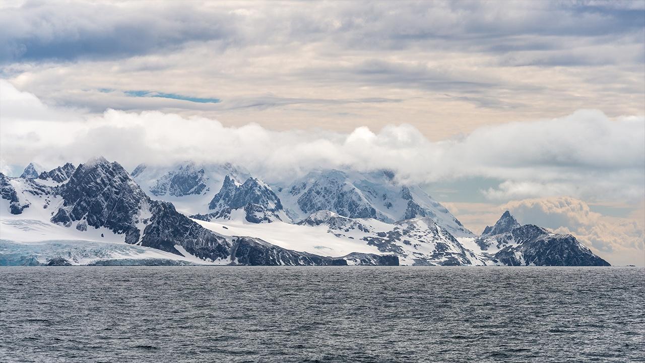 В Антарктиде нашли признаки падения крупного метеорита