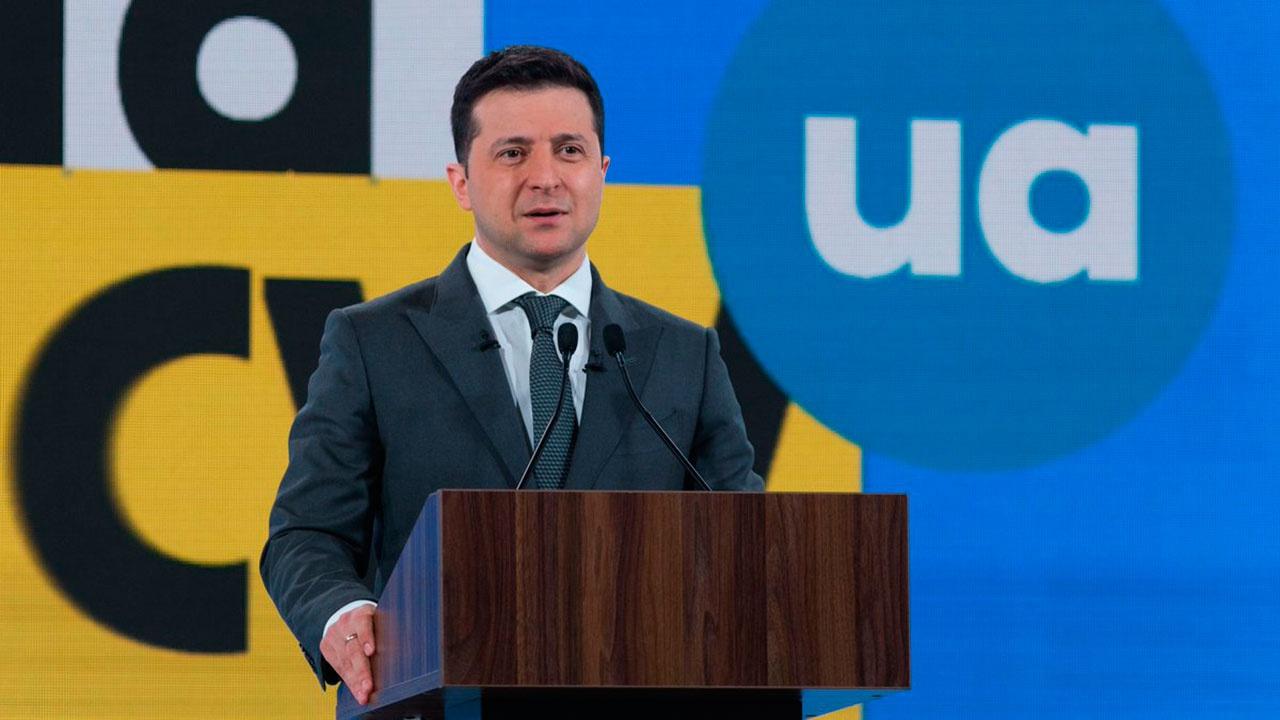 Зеленский заявил, что вступление в НАТО является единственным путем к миру в Донбассе