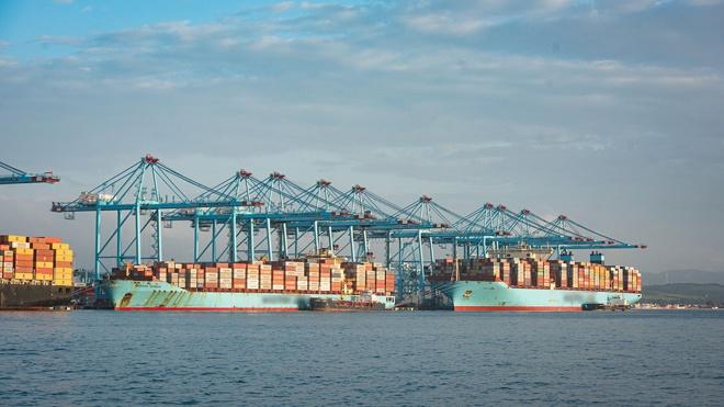 Неполадки в работе двух кораблей осложнили движение по Суэцкому каналу