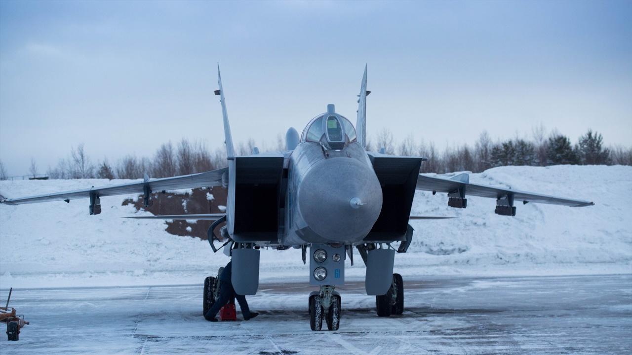 МиГ-31 Северного флота встретил и сопроводил норвежский самолет-разведчик над водами Баренцева моря