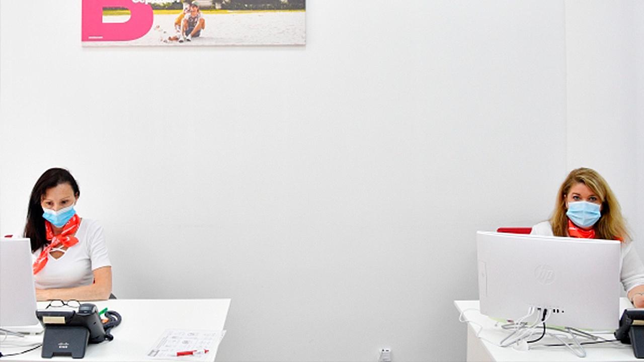 В Роспотребнадзоре назвали условие отмены масочного режима в офисах