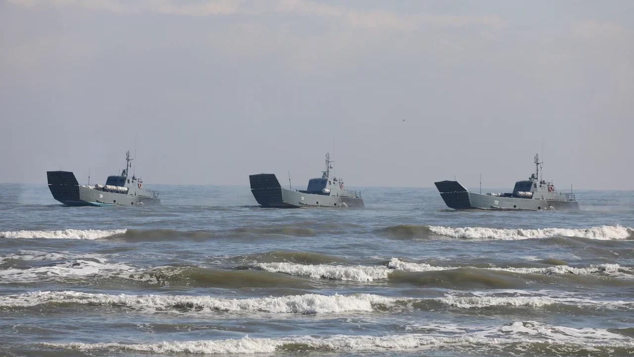 С Каспия на Черное море: катера Каспийской флотилии совершают учебный переход