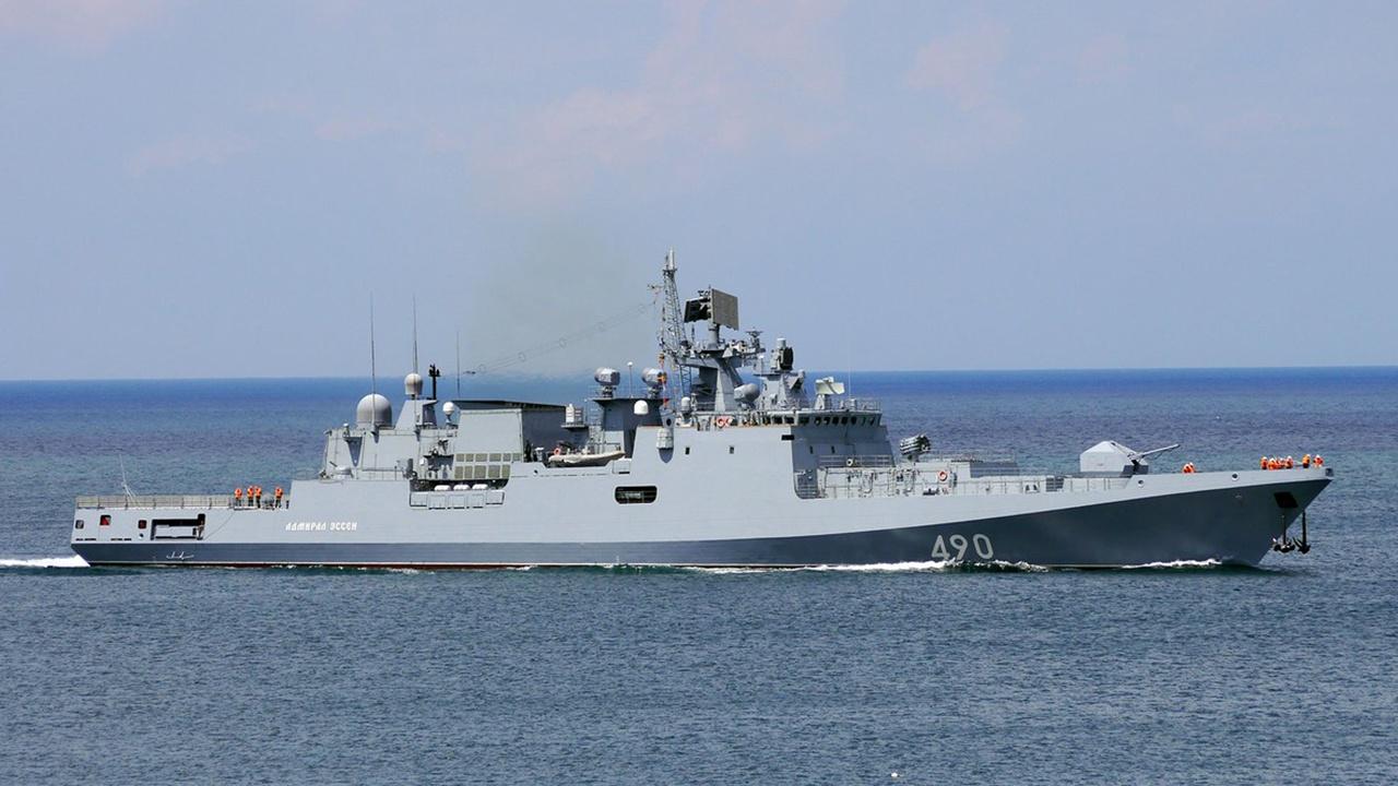 Черноморские стрельбы: артиллерия фрегата «Адмирал Эссен» поразила береговые цели в Крыму