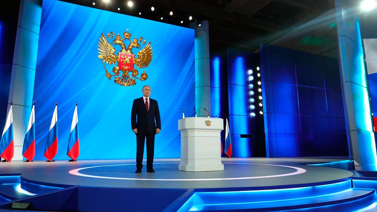 Путин сообщил, что обозначит в послании ориентиры социально-экономического развития страны