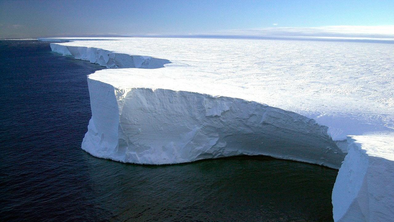Шельфовые ледники Антарктиды оказались под угрозой обрушения