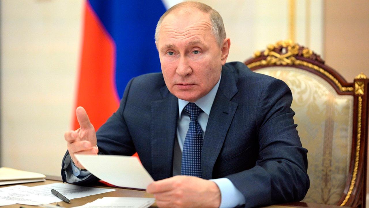 Песков: Путин заявил Меркель, что РФ вольна передвигать войска по стране на свое усмотрение