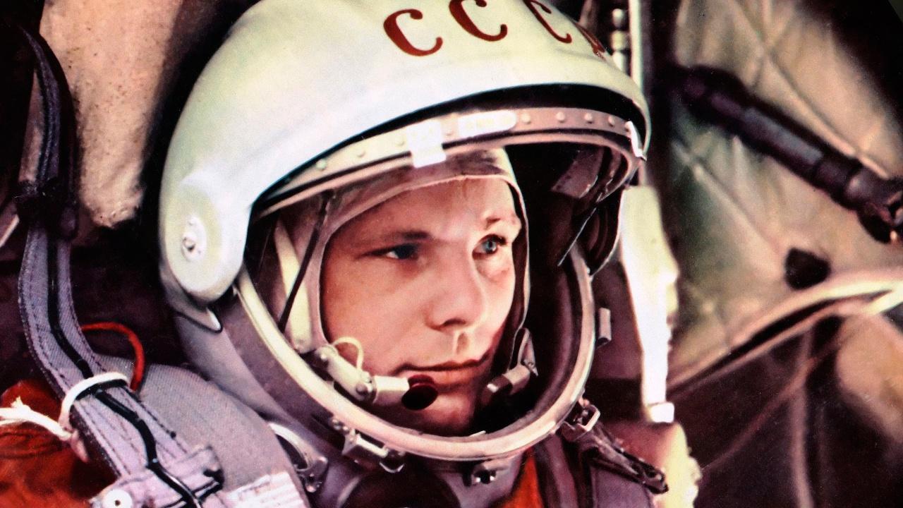 Сербия подарит Путину коллекционные марки к 60-летию полета Гагарина