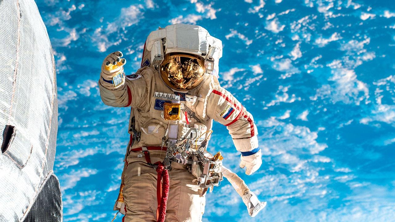 Путин предложил увеличить на 50 процентов оклад космонавтов