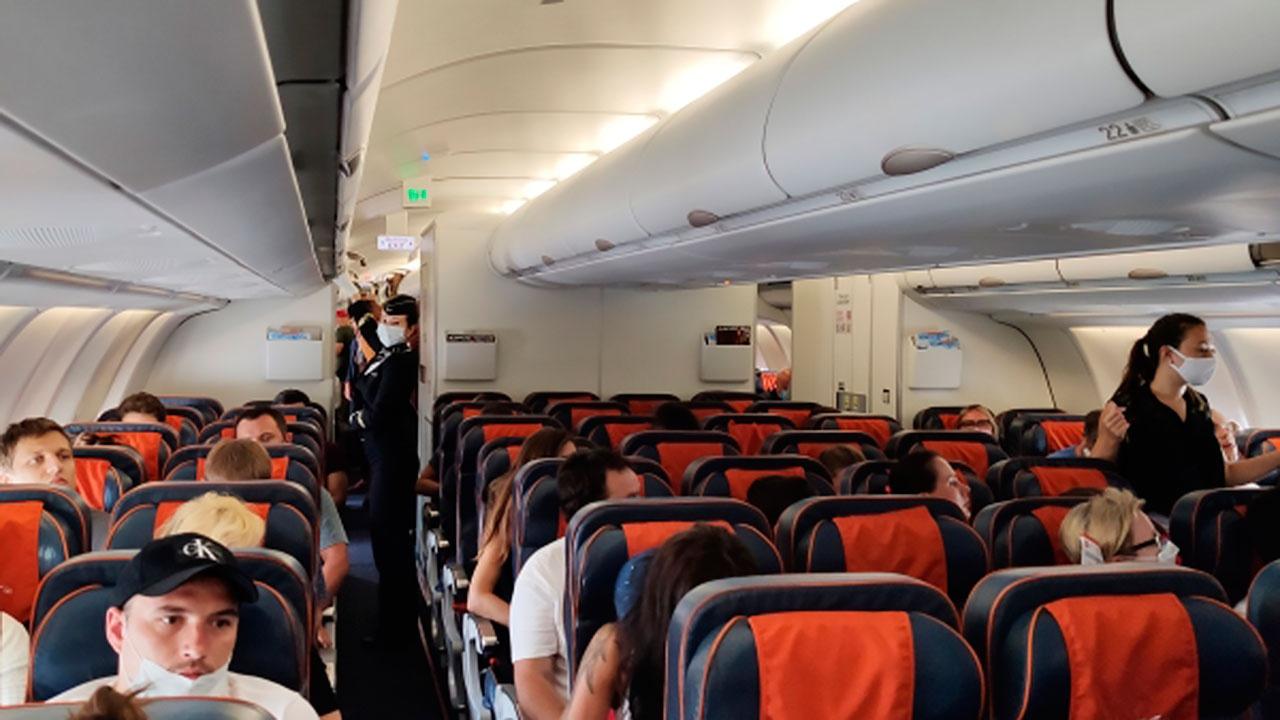 Врач рассказал, каким пациентам опасно летать на самолетах при онкологических заболеваниях