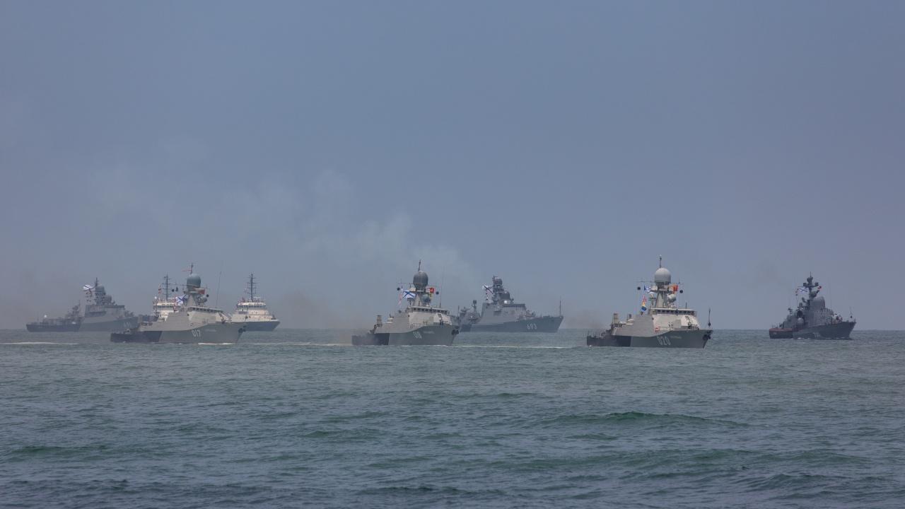 Ракетные корабли Каспийской флотилии вышли в море, чтобы разорвать воздух грохотом 100-мм снарядов