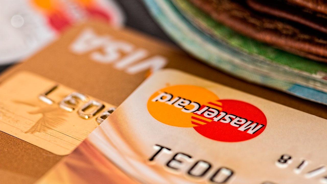Лавров: Россия работает над отказом от западных платежных систем