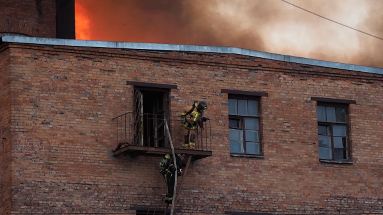 Генерального директора «Невской мануфактуры» и его заместителя задержали по делу о пожаре