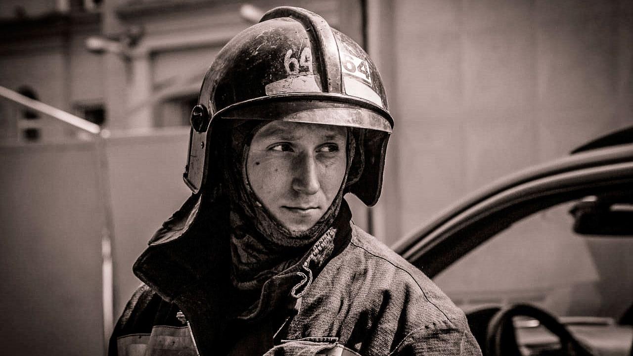Власти Петербурга выдадут матпомощь семье погибшего на «Невской мануфактуре» пожарного