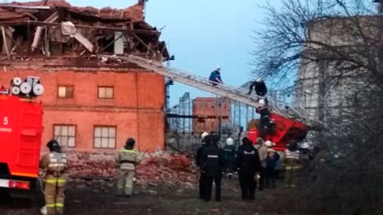 После обрушения крыши здания ТЭЦ в Тамбове госпитализирован один человек