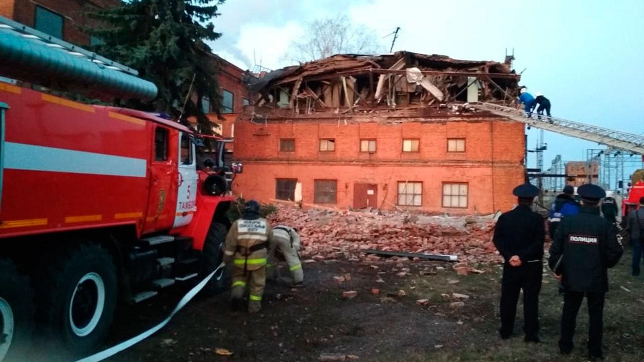 Часть стены и крыша обрушились на территории ТЭЦ в Тамбове